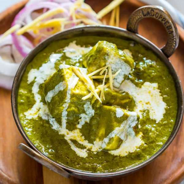 Easy-Palak-Paneer-Cottage-Cheese-in-Spinach-Gravy-5 (1)
